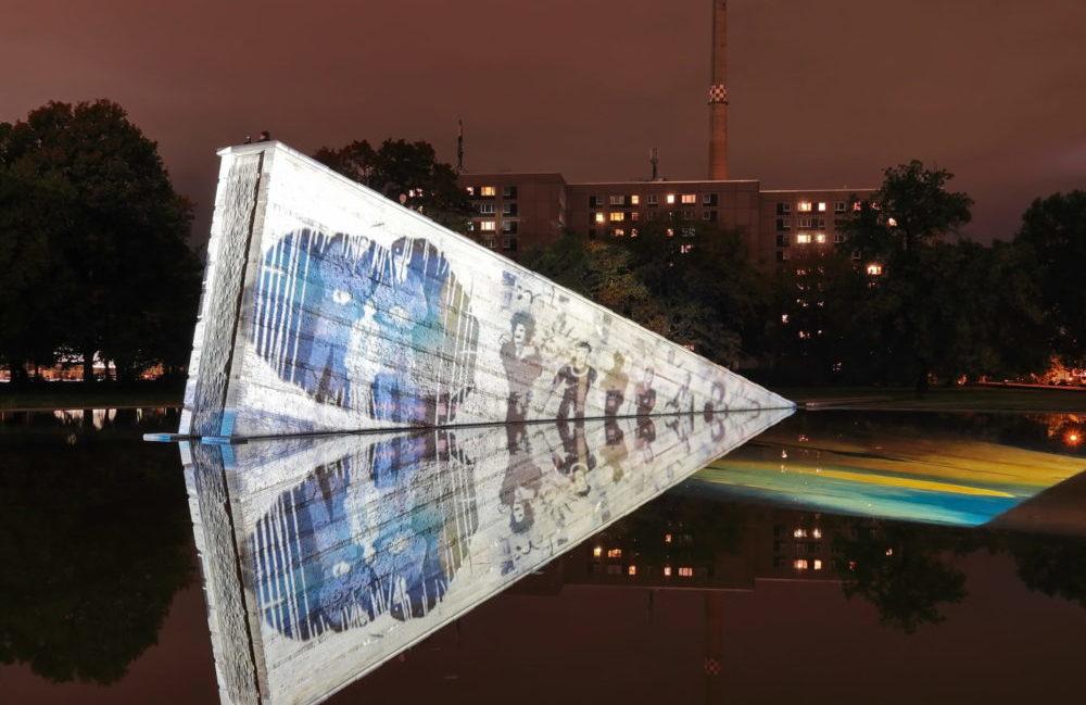 Mauerbrunnen im Invalidenpark im Rahmen des Festival of Lights 2019.   Foto: Pedro Becerra - STAGEVIEW.de