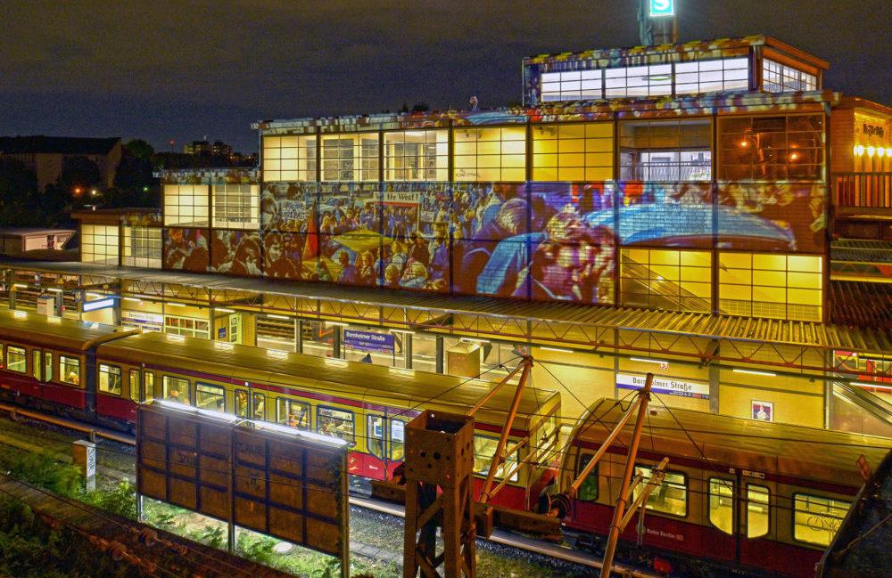 Der Bahnhof Berlin Bornholmer Straße der DB Station&Service AG im Festival Of Lights 2019. Foto am 11. Oktober 2019.