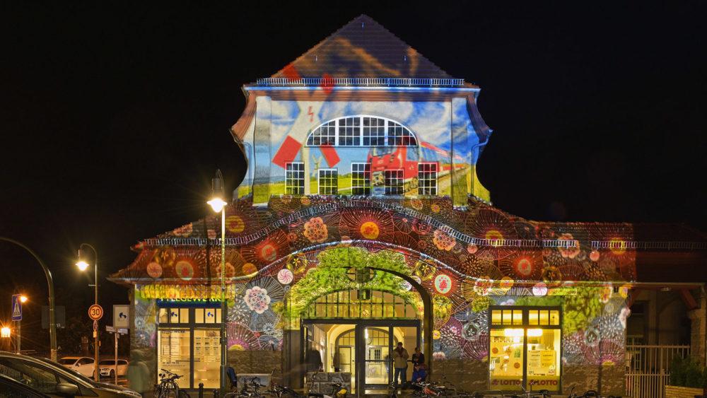 Der Bahnhof Frohnau der DB Station&Service AG im Festival Of Lights 2019. Foto am 18. Oktober 2019.